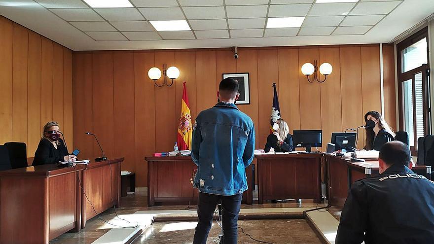 Piden 10 años de cárcel por un atraco violento a un anciano en su casa en Son Sardina