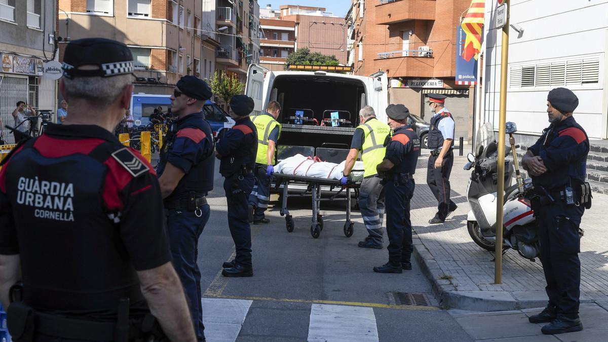 Los Mossos justifican a la agente que abatió al atacante de Cornellà