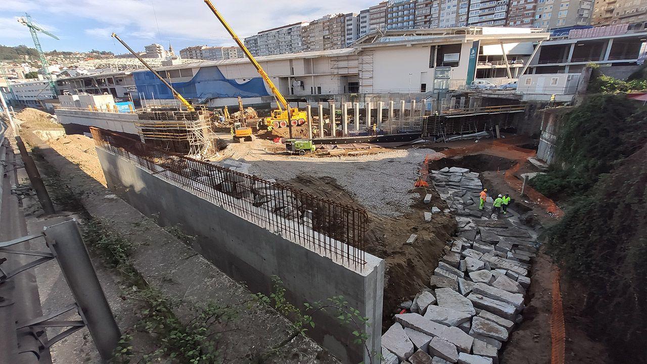 Obras de la Xunta en la nueva terminal de buses, con la terminal provisional de trenes al fondo