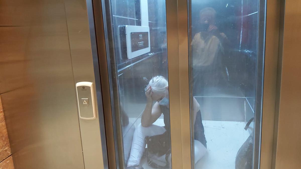 Atrapada en el ascensor de una estación de Lorca tras sufrir un infarto cerebral