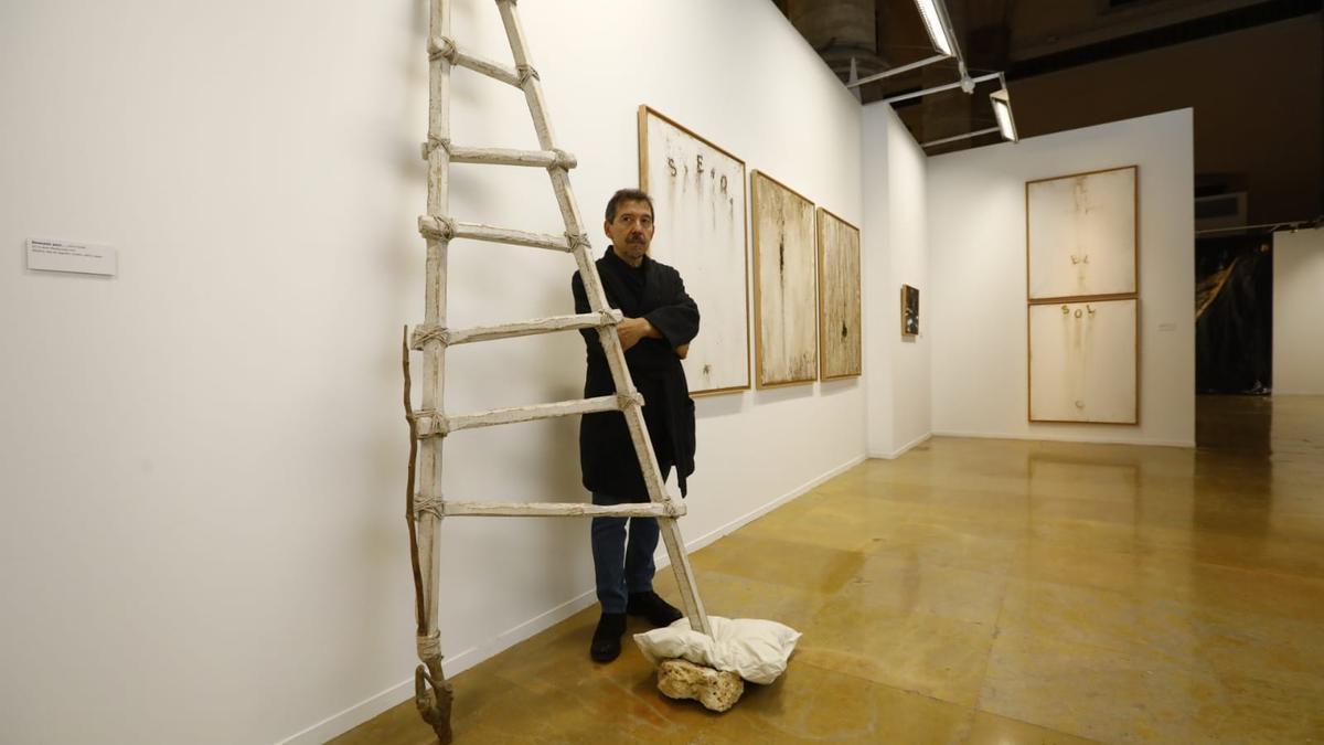 El artista Ricardo Calero, este viernes en la Lonja.