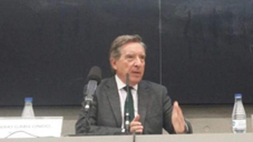 Iñaki Gabilondo se desmaya en una conferencia