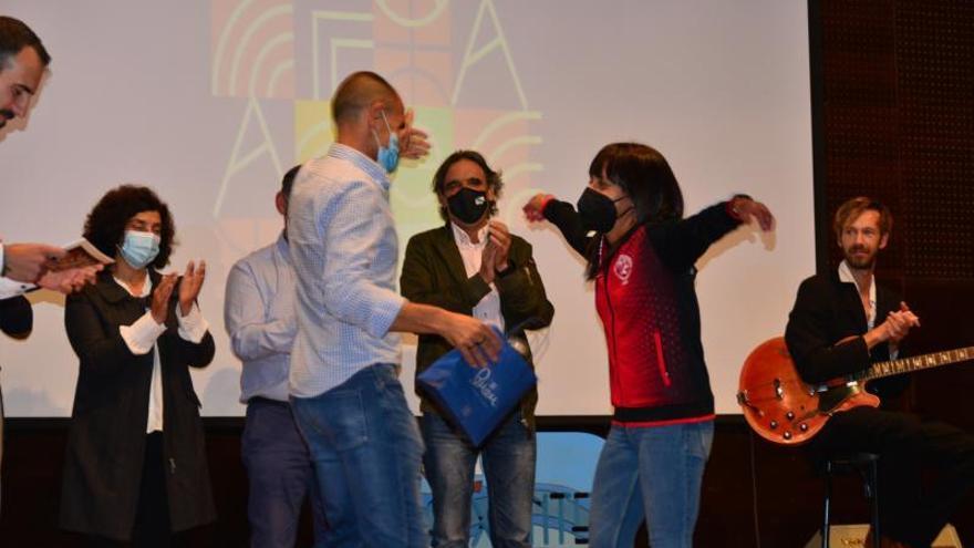 Premio a la excelencia de Natalia Castro y a la trayectoria de Fran Campos