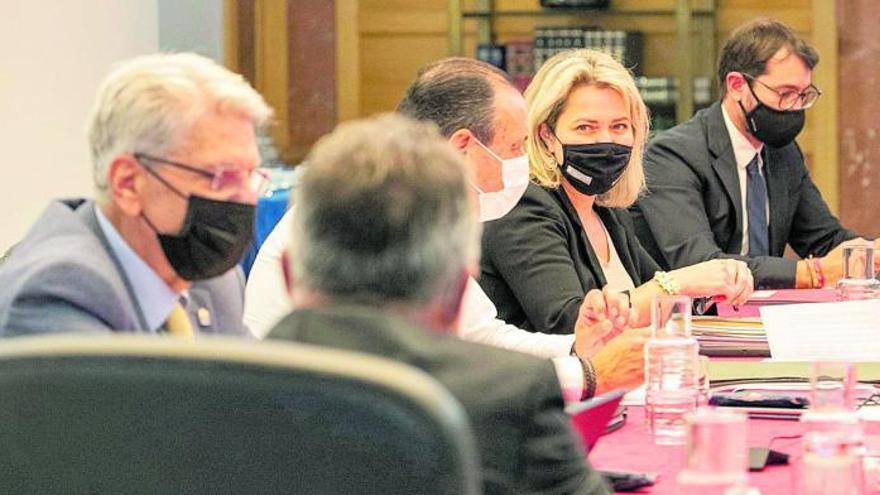 El Gobierno de Canarias firmará con los interinos pero insiste que la solución es estatal