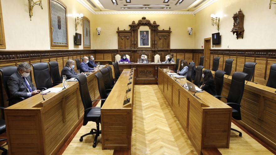 """La oposición recibe con escepticismo el cambio del gobierno local: """"Muchas concejalías están vacías"""""""