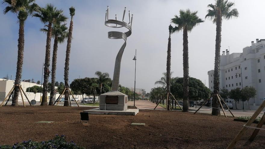 El orfebre lucentino Gonzalo Angulo diseña una 'Menorá judía' de siete metros de altura para Torremolinos