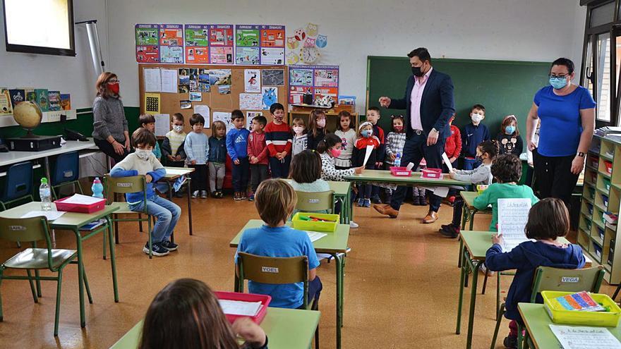 Nanas para acunar a la escuela rural en Carreño