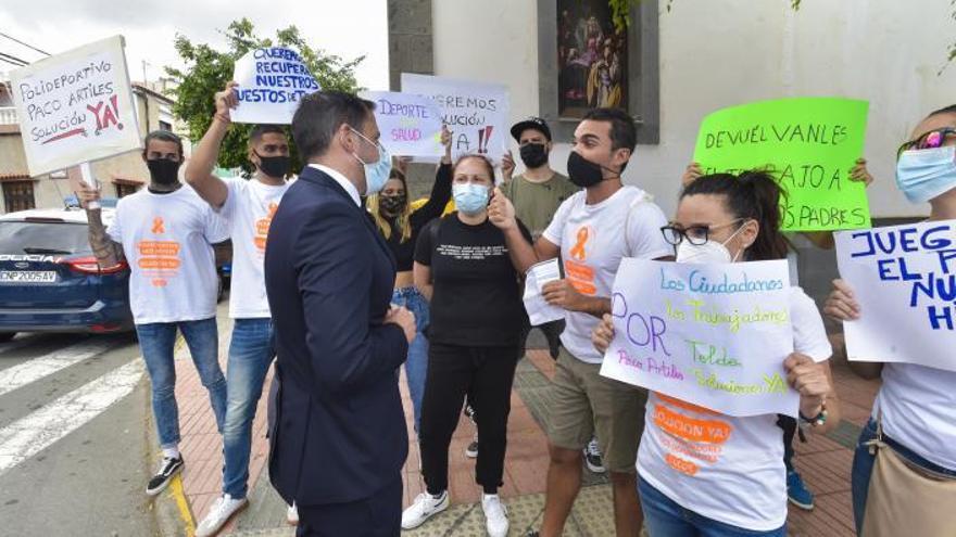 Los antiguos empleados del Paco Artiles vuelven a manifestarse para reclamar su reapertura
