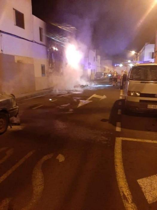 Noche ajetreada para los bomberos de Arrecife.