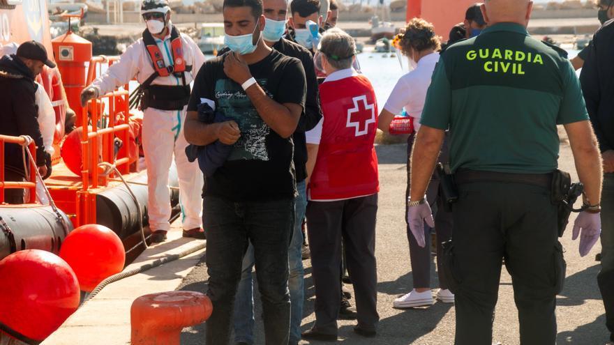 Interceptan varias pateras con 65 personas en Alicante