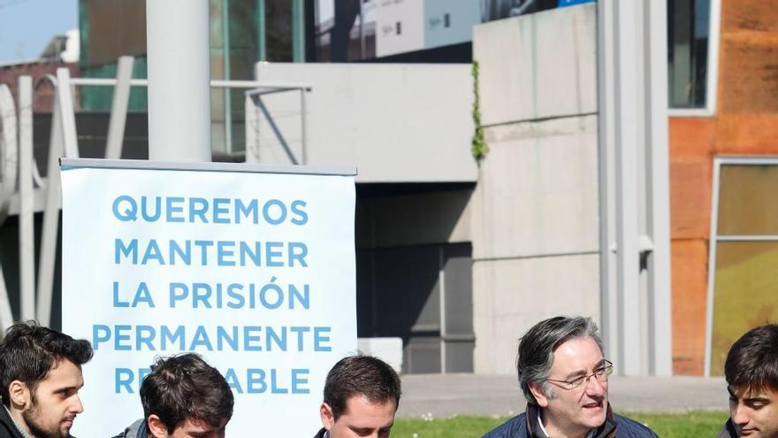 El PP reclama al Principado un plan para becarios investigadores de la Universidad de Oviedo