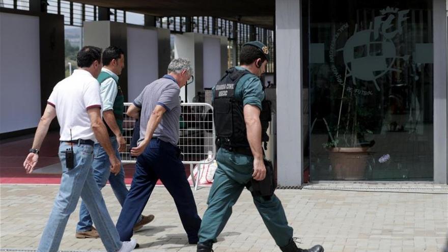 La Fiscalía pide prisión para Villar y su hijo por lucrarse con la RFEF