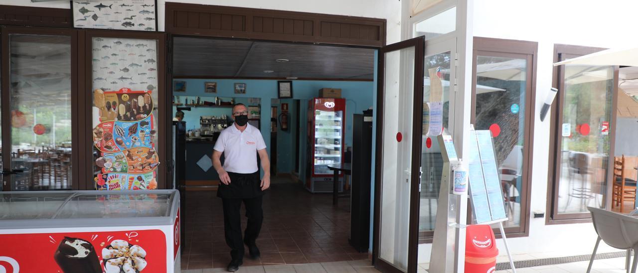 Puerta del restaurante Chacala que fue forzada el marte de madrugada