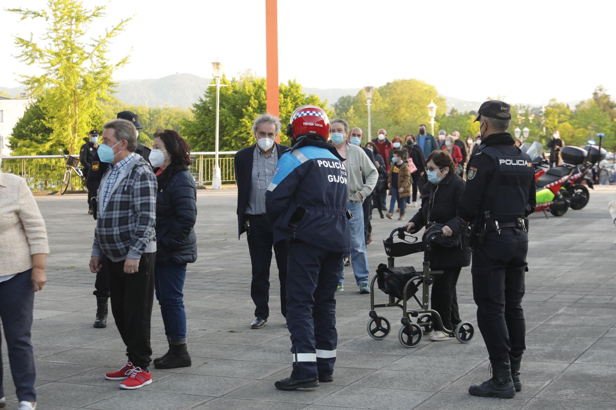 Colas para la vacunación en Gijón