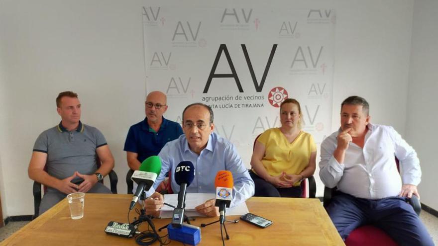 AV promueve una moción de censura contra Santiago Rodríguez en Santa Lucía