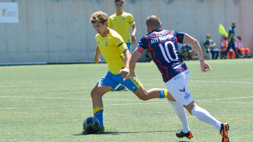 Las Palmas Atlético golea al Yeclano Deportivo (4-2)