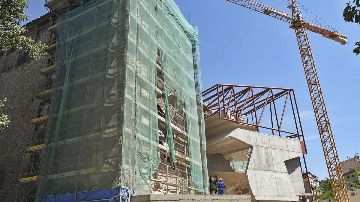 Perspectiva de les obres pel cantó de la Via de Sant Ignasi, amb l'estructura dels nous accessos   ALEX GUERRERO