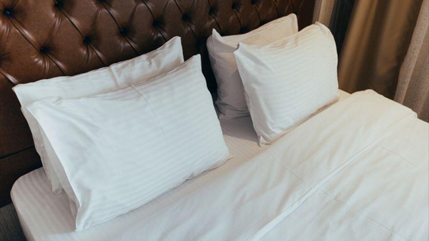 El blanqueador casero para deshacerse de las manchas de sudor de la almohada