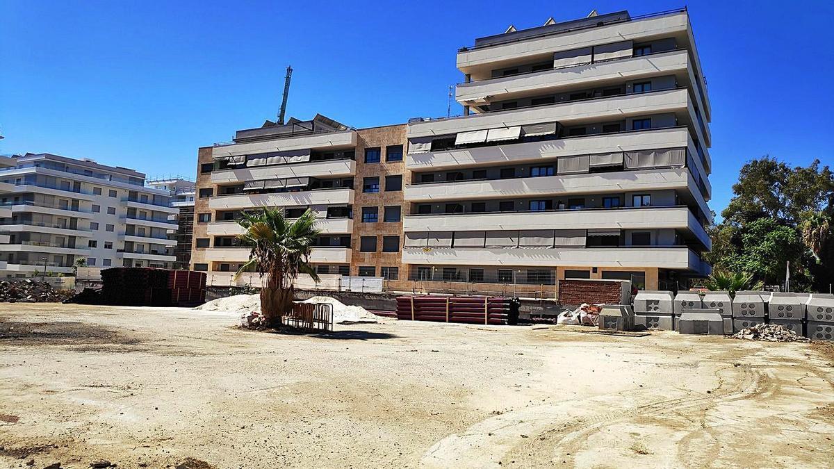 Obras de construcción de viviendas en el litoral de la provincia.