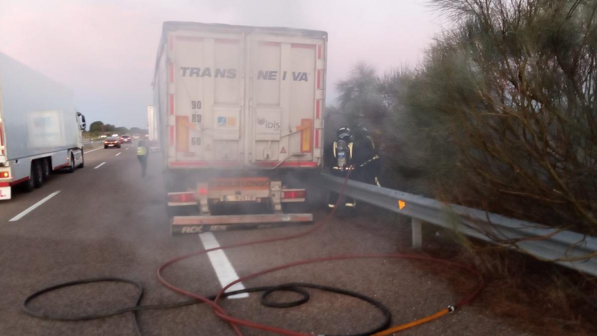 Incendio de un camión en la A-52