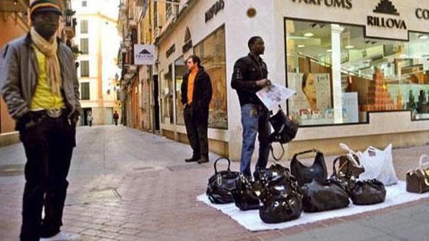 Studie zeigt Teufelskreis der fliegenden Händler auf Mallorca