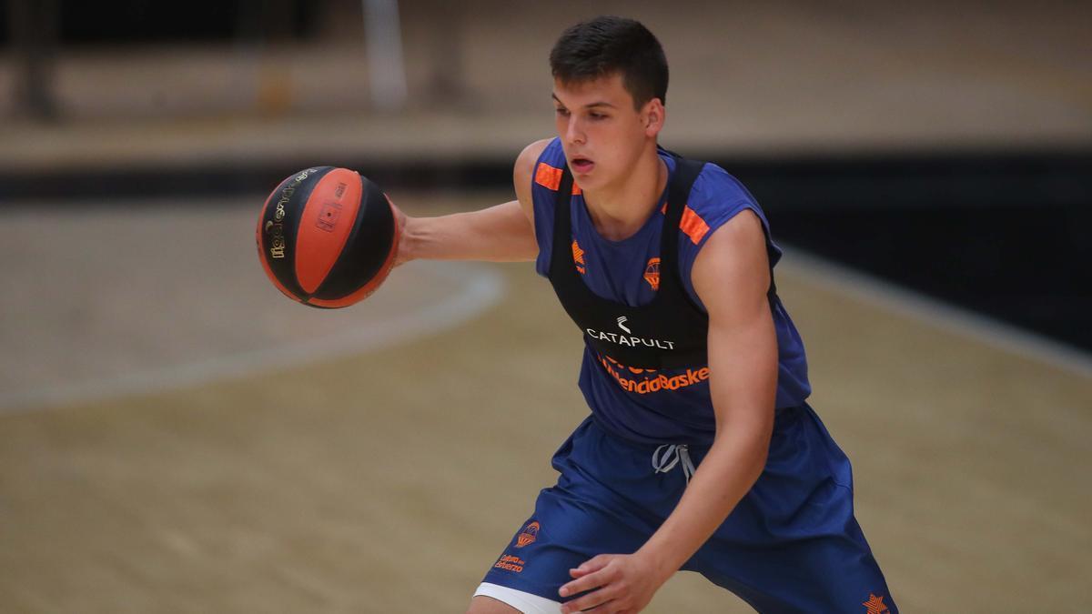 Jaime Pradilla, durante un entrenamiento en La Fonteta.