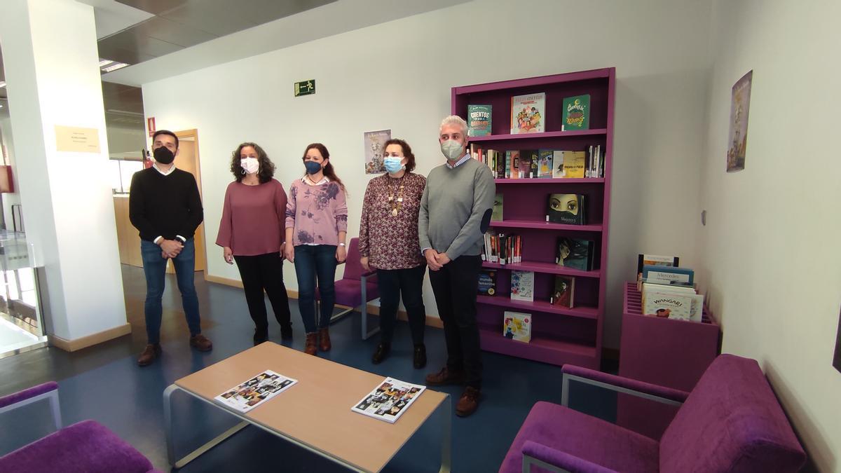 Participantes en la presentación del Rincón Violeta de Montilla.