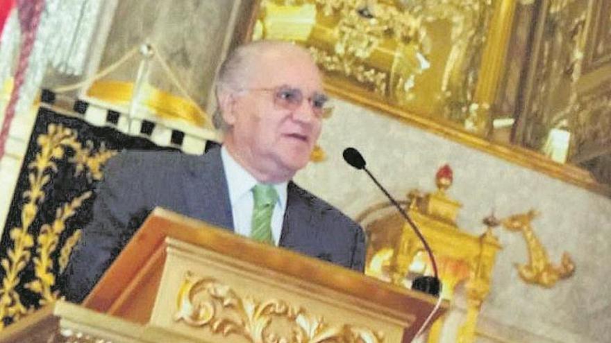 Carlos Peñafiel de Río, notario de prestigio y amante de la Semana Santa