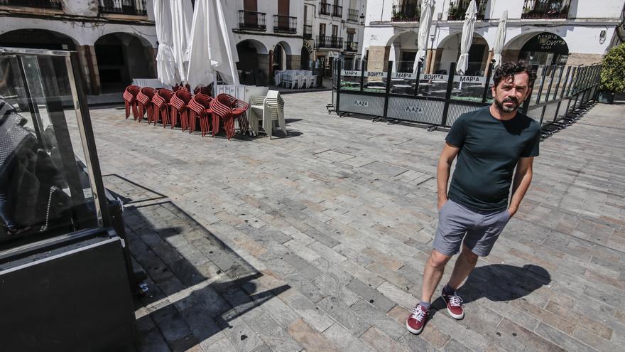 El ayuntamiento se compromete a frenar el desorden en las terrazas