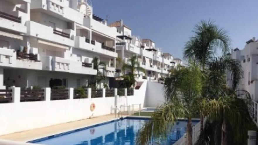 Con diseño, calidad, luminoso, con jardín, piscina y buen precio: Este es el piso que buscas en Estepona