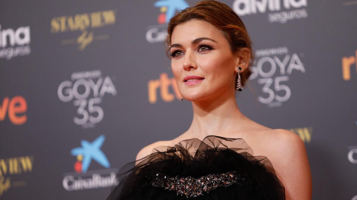 La actriz Marta Nieto posa en la alfombra roja en la 35 edición de los Premios Goya.