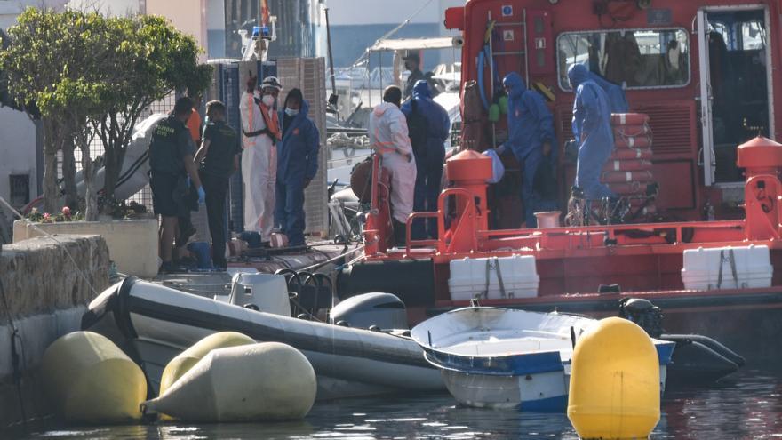 Rescatan un kayak con cinco inmigrantes marroquíes en aguas del Estrecho