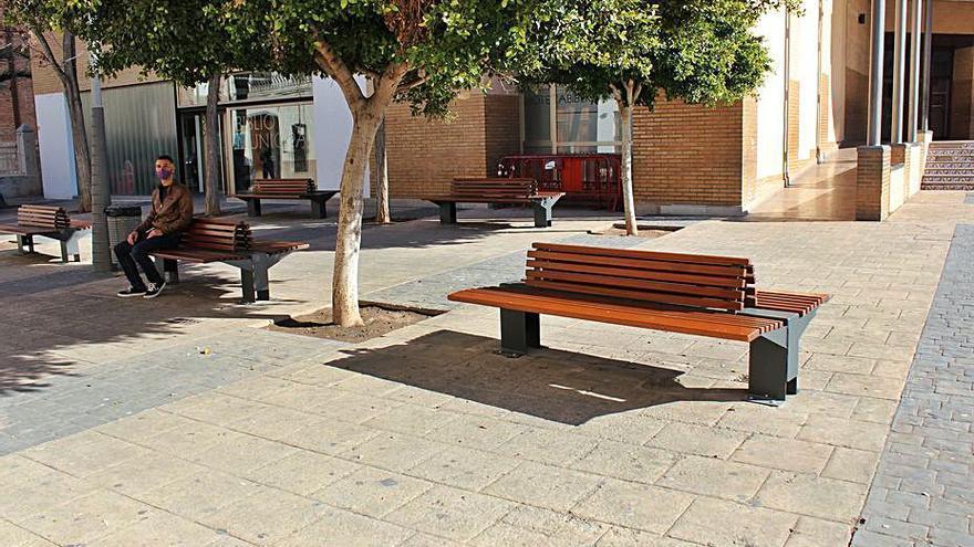 Diez bancos para la Plaza Mayor de Almàssera