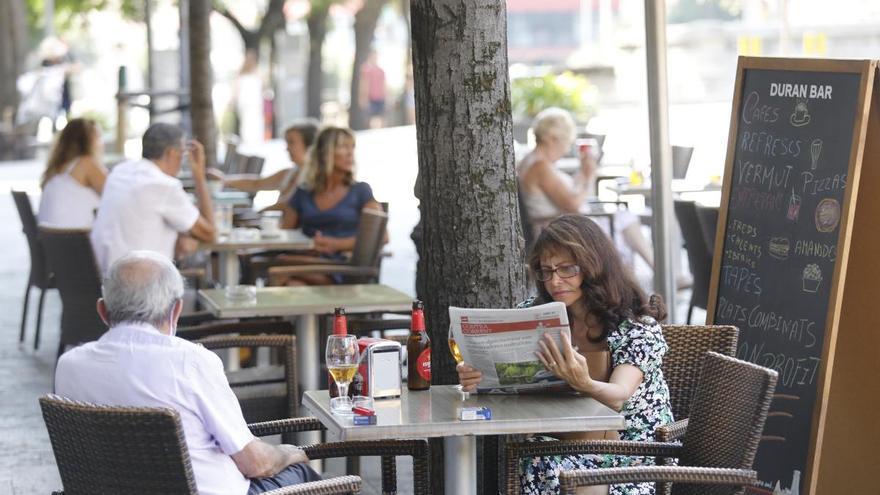 Sanitat proposa prohibir fumar a les terrasses encara que hi hagi dos metres de distància