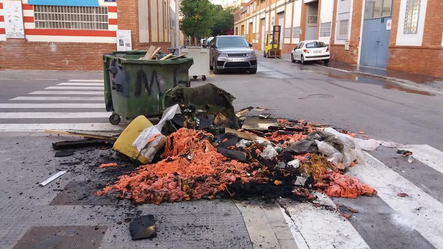 Arde un contenedor junto a las naves de la Ciudad del Artista Fallero