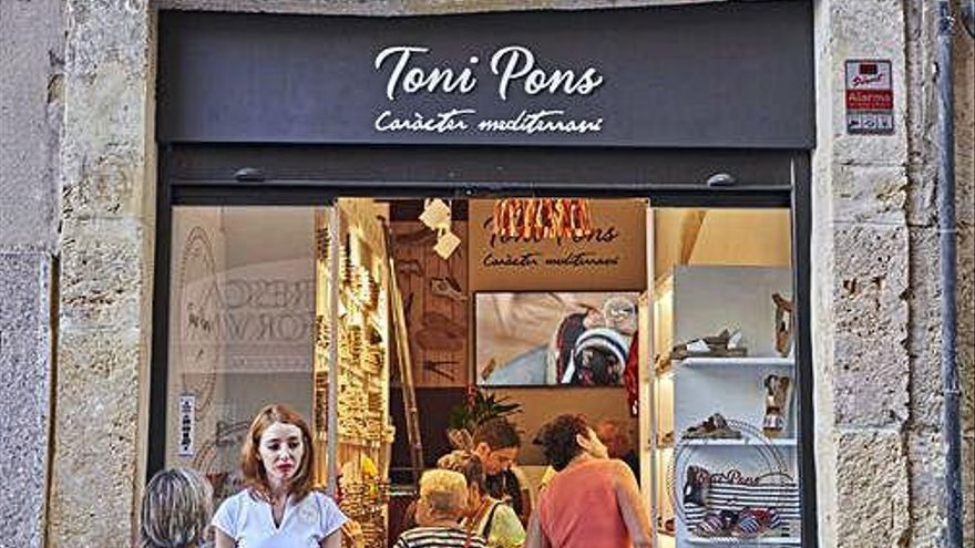 La marca d'espardenyes gironina Toni Pons inaugura una nova botiga a Tarragona