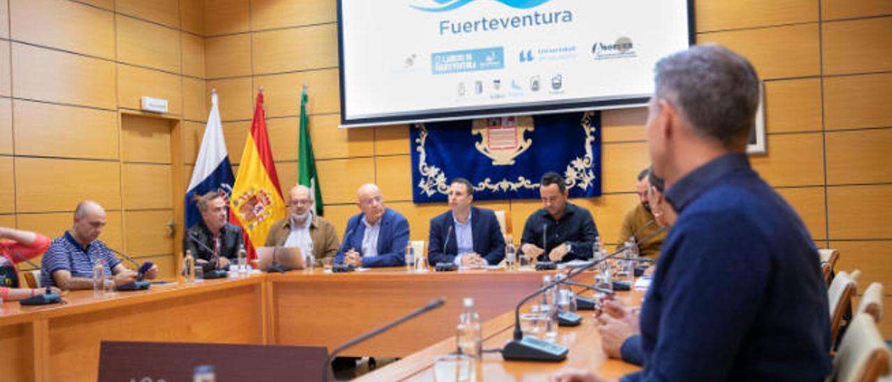 Imagen del encuentro del Centro de Innovación y Conocimiento del Turismo de Fuerteventura, ayer en el salón de actos del Cabildo de Fuerteventura.