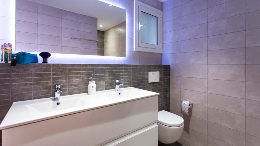 Trucos de limpieza para dejar el baño impecable en menos de 5 minutos