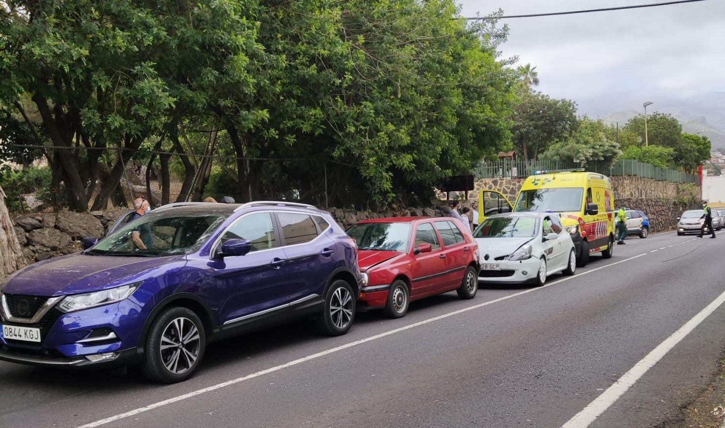 Accidente con tres vehículos implicados en Santa Brígida (3/04/2021)