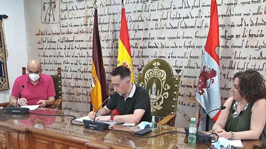 El Ayuntamiento de Benavente firma un convenio de 6.650 euros para apoyar al comercio