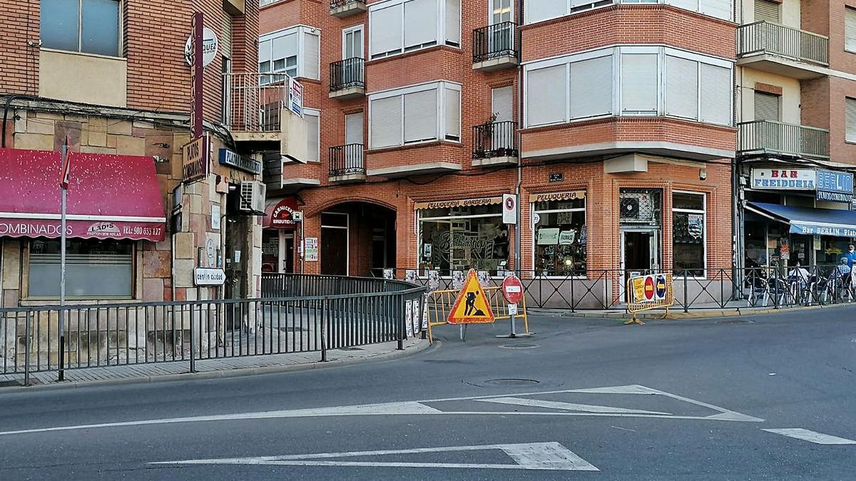 Calle cortada a la altura de la Plaza de la Soledad.   C. G. R.
