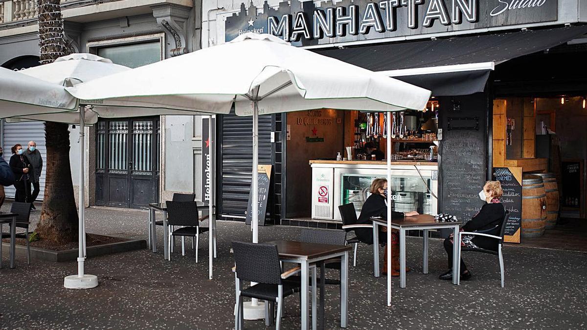 Cafetería Manhattan, en la avenida de Anaga de Santa Cruz de Tenerife.