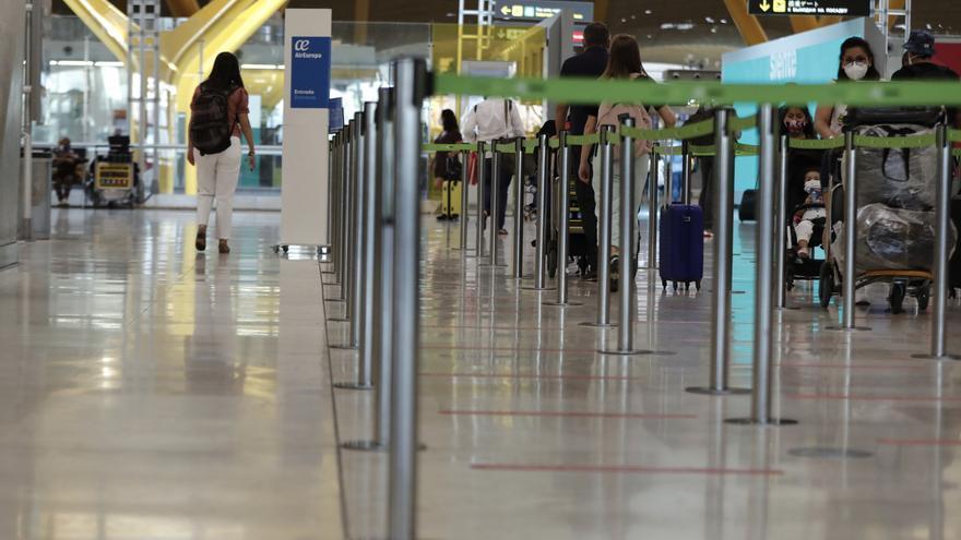 Aena suma 8,2 millones de pasajeros hasta marzo, un 80,4 % menos que en 2020