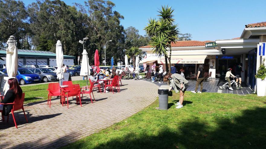 El centro comercial La Aldea resurge de sus cenizas para revitalizar A Toxa