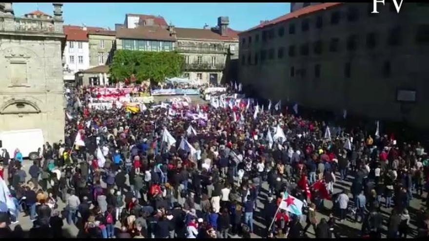 Miles de personas claman contra los incendios en Galicia