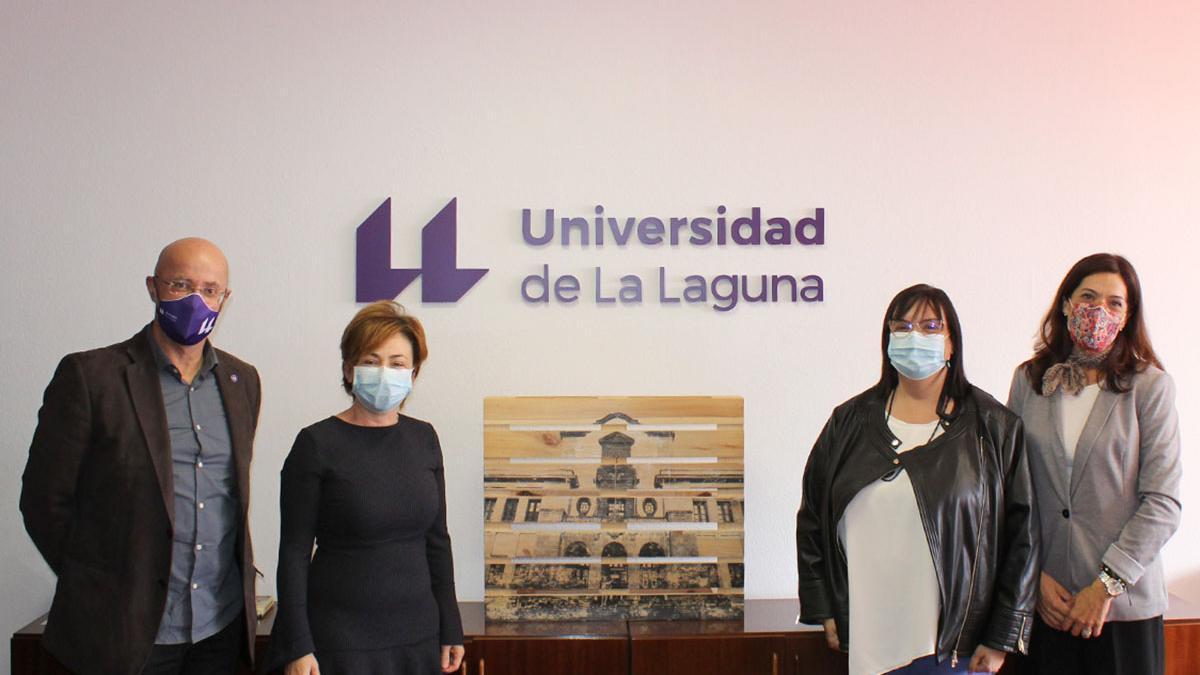 Responsables de la ULL, el Cabildo de Tenerife y Giro Arte tras la firma del convenio.