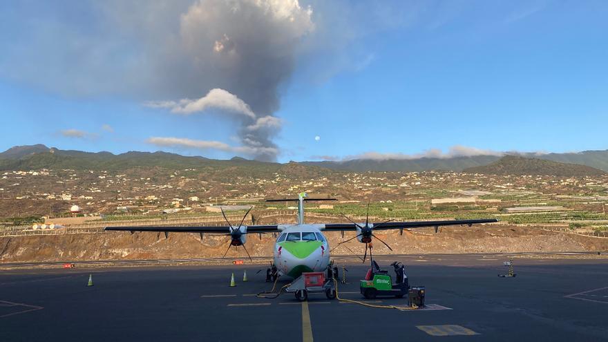 Cancelados los vuelos nocturnos a La Palma por la nube de ceniza volcánica