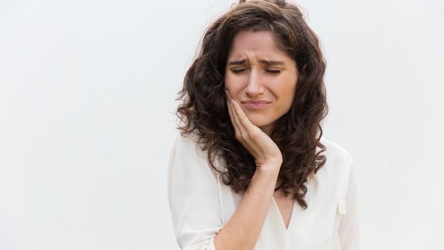 ¿Aprietas los dientes mientras duermes? Causas y tratamiento del bruxismo