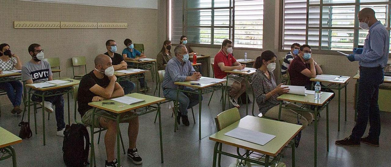 Primer día de las pruebas de oposición a la enseñanza en un instituto de la provincia.