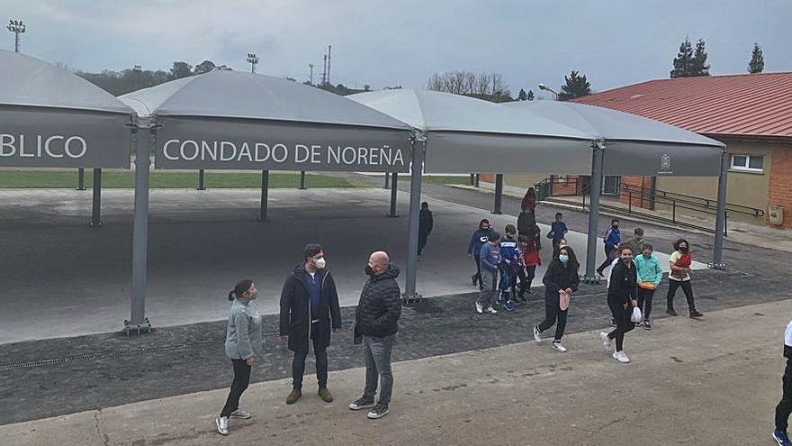 Concluyen las obras del patio del colegio de Noreña tras casi tres meses